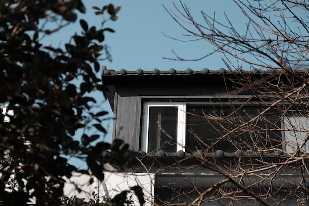 Faible Angle De Vue De La Maison De La Cour Photo gratuit