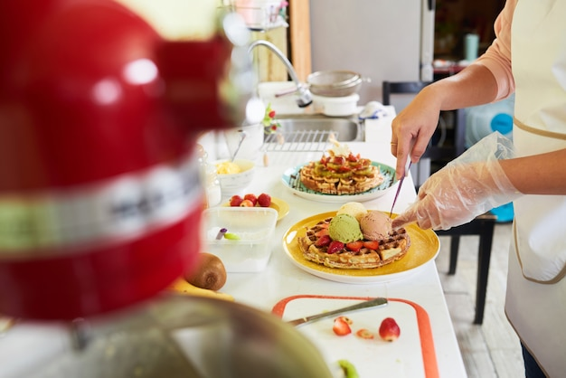 Faire un délicieux petit-déjeuner Photo gratuit