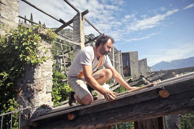 Faire le toit d'un immeuble Photo Premium