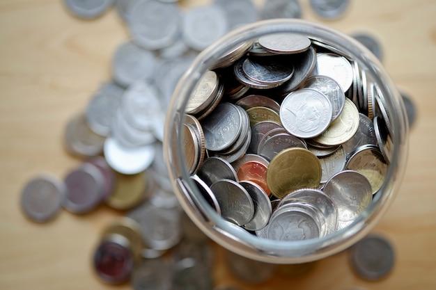 Faites un don de pot et de pièces. Photo Premium