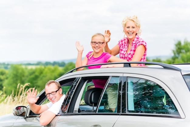 Famille conduite en voiture Photo Premium