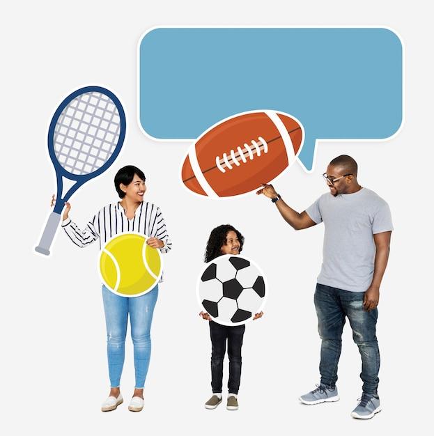 Famille heureuse avec des icônes de sport Photo gratuit