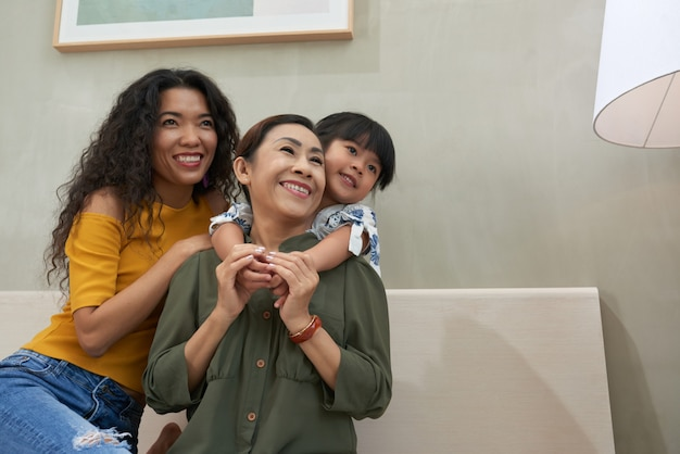 Famille joyeuse Photo gratuit