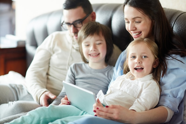 Famille moderne Photo gratuit