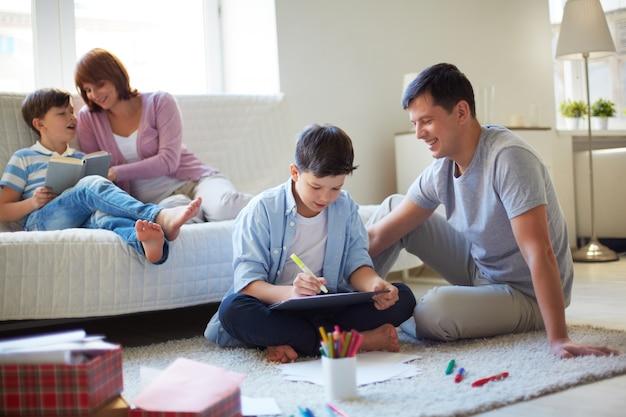 Famille de passer du temps ensemble Photo gratuit