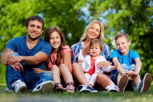 Famille profitant de l'été Photo gratuit