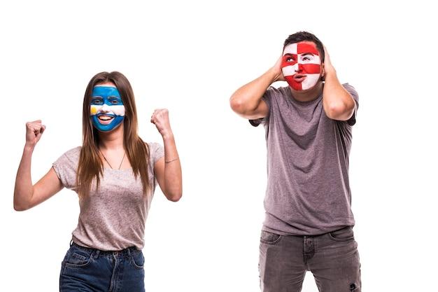 Un Fan De Football Argentin Célèbre Sa Victoire Sur Un Fan De Football Croate Bouleversé Avec Un Visage Peint Photo gratuit