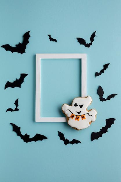 Fantôme halloween maléfique avec chauves-souris et cadre Photo gratuit