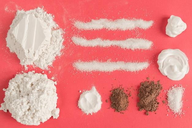 Farine, cacao et sucre Photo gratuit