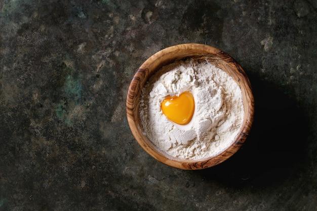 Farine et jaune d'oeuf Photo Premium