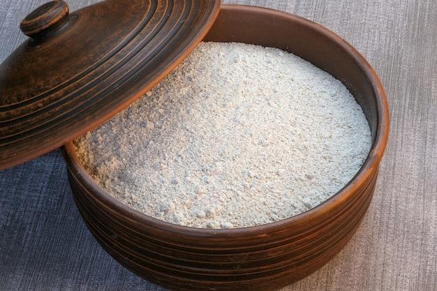 Farine de seigle à grains entiers grossièrement moulue Photo Premium