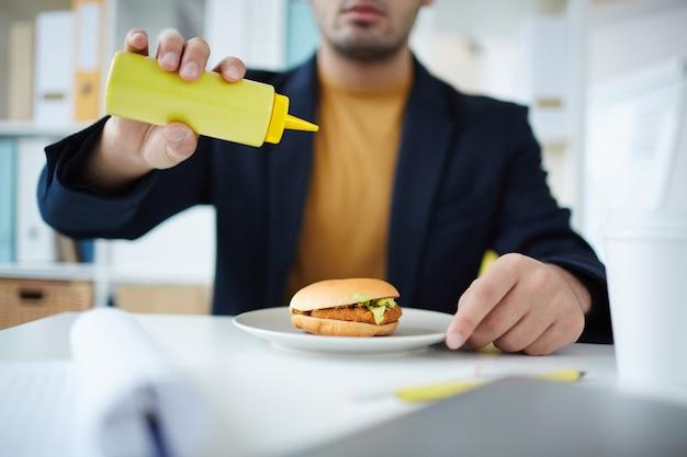Fast food avec burger Photo gratuit