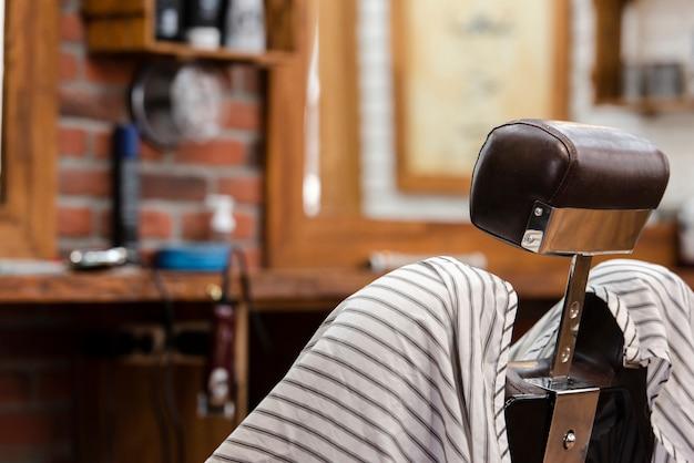 Fauteuil professionnel de salon de coiffure Photo gratuit