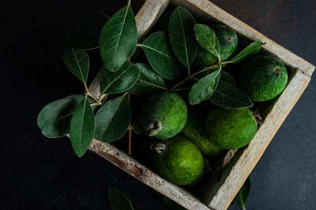 Feijoa Aux Fruits Bio D'automne Photo Premium