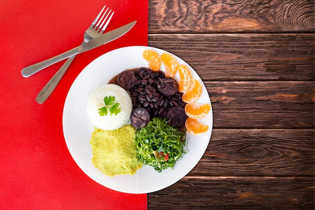Feijoada brésilien. vue de dessus - image Photo Premium