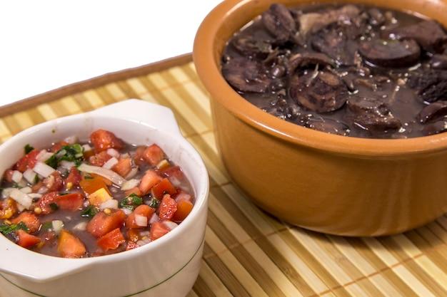 Feijoada cuisine traditionnelle brésilienne Photo Premium