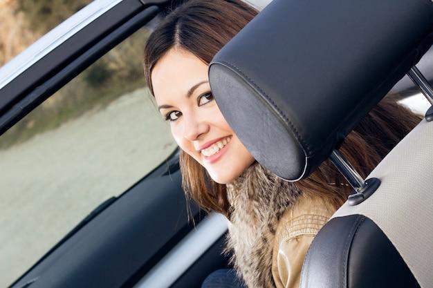 Feliz naturaleza alegria gente coche Photo Premium
