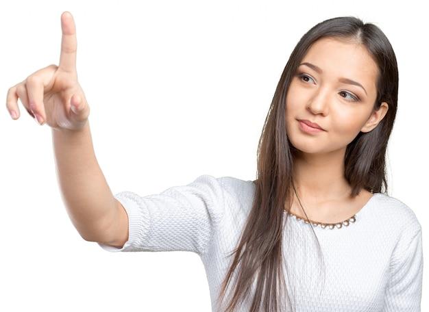 Femme d'affaires en appuyant sur le bouton sur l'écran visuel Photo Premium