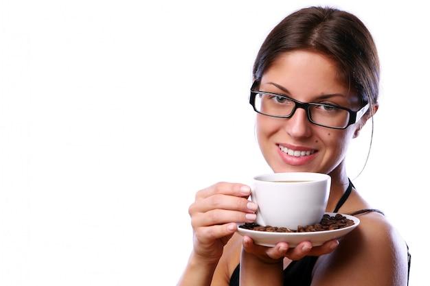 Femme d'affaires buvant du café Photo gratuit