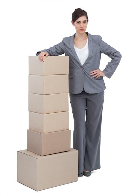 Femme affaires, à, cartons Photo Premium