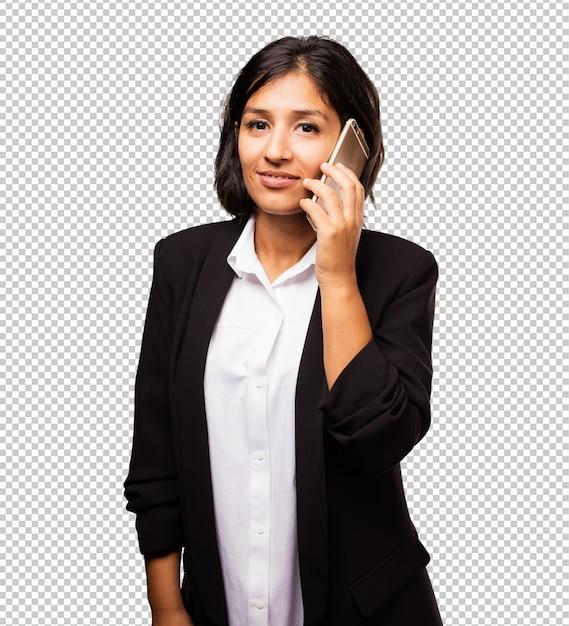 Femme d'affaires latine parlant sur un téléphone mobile Photo Premium