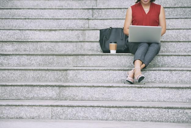 Femme Affaires, Reposer, Escalier Photo gratuit