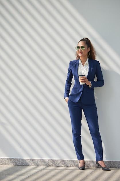 Femme d'affaires réussie Photo gratuit