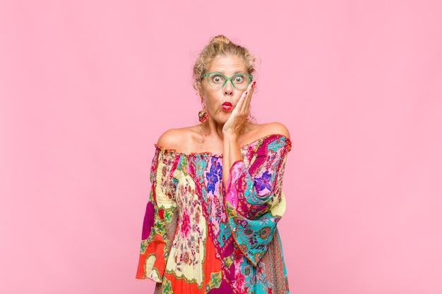 Femme D'âge Moyen Se Sentant Choquée Et étonnée Photo Premium