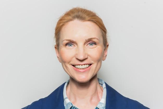 Femme d'âge moyen Photo gratuit