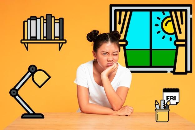 Femme asiatique faisant des grimaces et reposant sur un bureau iconos Photo gratuit