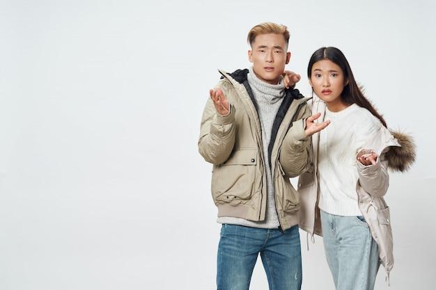 Femme Asiatique, Et, Homme, Poser, Modèle, Ensemble Photo Premium