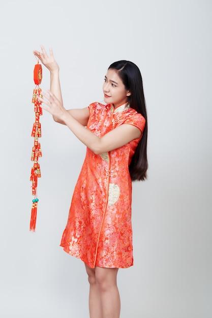 Femme Asiatique En Robe Longue Traditionnelle Chinoise Photo Premium