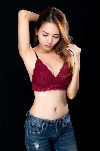 Femme Asiatique Sexy En Jeans. Photo Premium