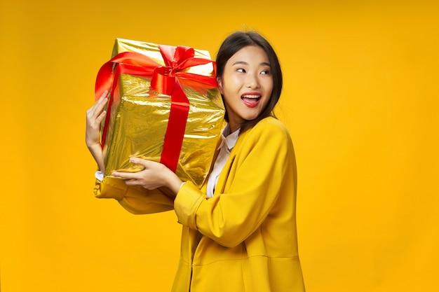 Femme Asiatique, Voyages, à, A, Valise, Dans, Elle, Mains, Vacances, Studio Photo Premium