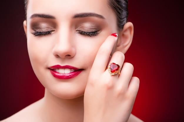 Femme au concept glamour avec des bijoux Photo Premium