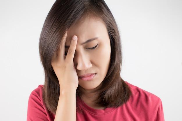 Femme ayant mal à la tête Photo Premium
