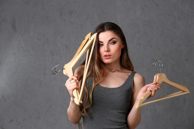 Femme belle jeune femme à la mode Photo Premium