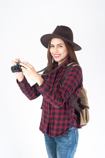 Femme belle voyageur sur fond blanc Photo Premium