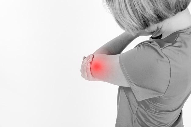 Femme avec bras blessé Photo gratuit