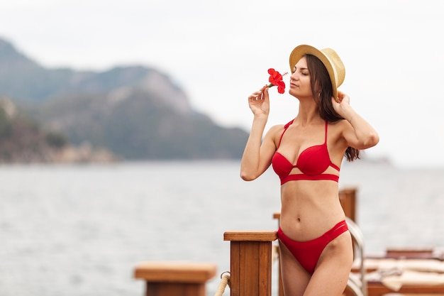 Femme, Chapeau, Senteur Fleur Photo gratuit
