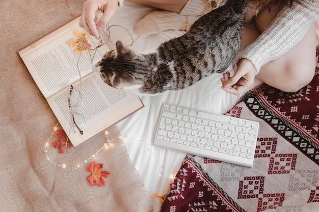 Femme, Chat, Livre, Clavier Photo gratuit