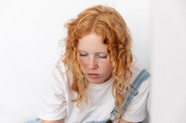 Femme, cheveux roux, baissé Photo gratuit