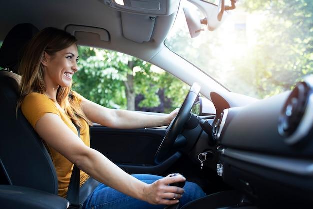 Femme, Conduite Automobile Photo gratuit