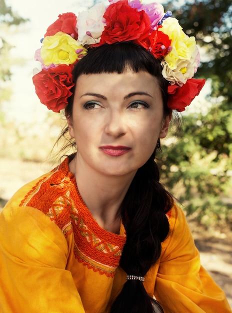 Femme, couronne de roses, tête Photo Premium