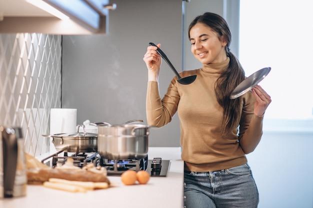 Femme, cuisine, cuisine Photo gratuit