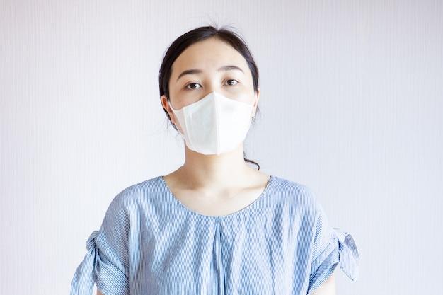 Femme Dans La Pollution. Photo Premium
