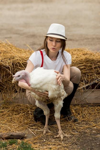 Femme, dinde, ferme Photo gratuit