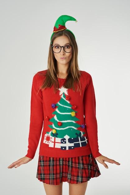 Femme Drôle Au Moment De Noël Photo gratuit