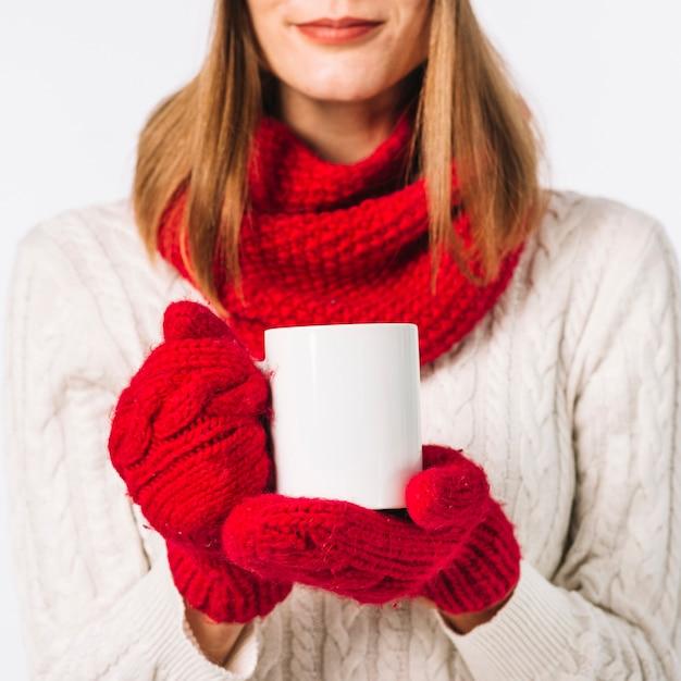 Femme, écharpe, tenue, tasse Photo gratuit