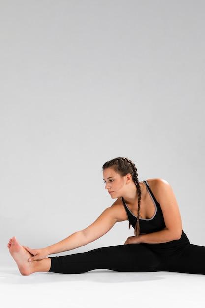 Femme, étirement, jambes, copie, espace Photo gratuit